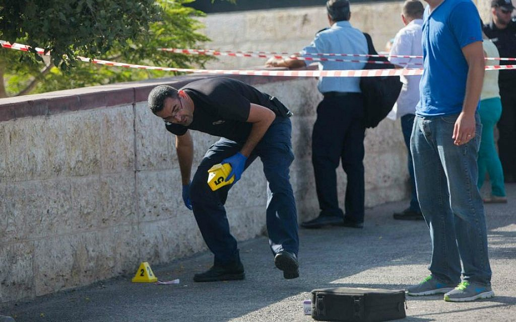 Security personnel at the scene where a gunman on a motorcycle opened fire at a soldier near Jerusalem's Hebrew University on Mt. Scopus, August 4, 2014 (photo credit: Yonatan Sindel/Flash90)