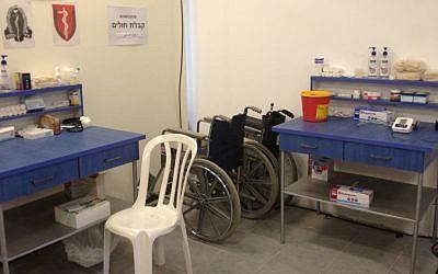 The IDF field hospital at Erez Crossing, northern Gaza Strip, August 1, 2014 (photo credit: Elhanan Miller/Times of Israel)
