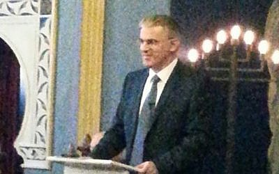 Ambassador Daniel Taub at a synagogue in Bradford, August 18, 2014. (Photo credit: Raine Marcus)