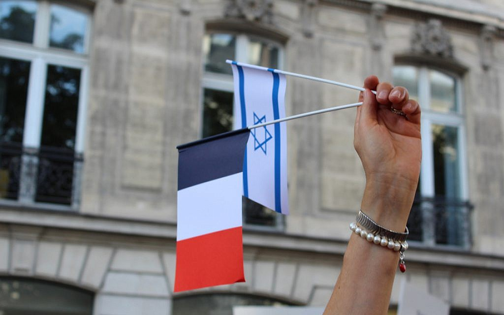 Israeli and French flags waved together at the pro-Israel rally on July 31, 2014. (Glenn Cloarec/The Times of Israel)