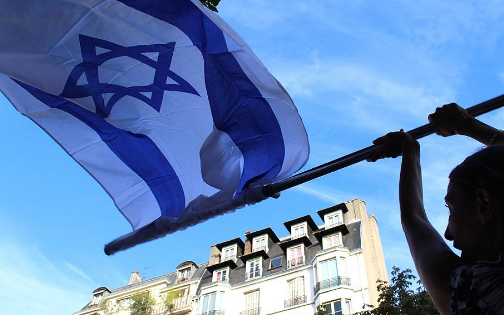 The pro-Israel rally on July 31, 2014 took place outside Paris's Israeli embassy. (Glenn Cloarec/The Times of Israel)