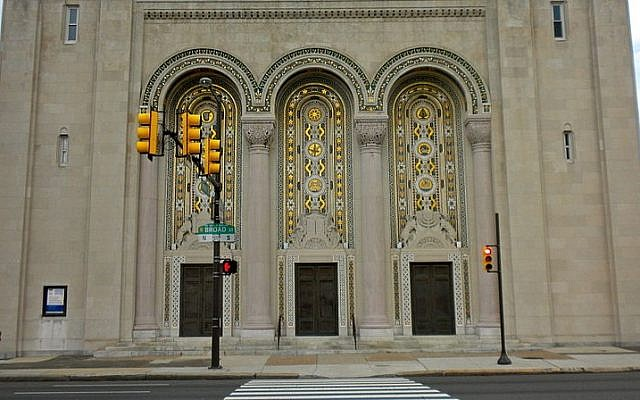 Entrance to Rodeph Shalom Synagogue, Philadelphia, PA (photo credit: Wikimedia Commons/Smallbones public domain)