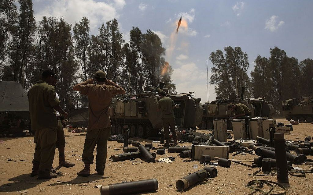 Israeli soldiers fire a mortar shell towards the Gaza Strip as the force are returning to Israel, near Israel Gaza border, Monday, Aug. 4, 2014. (photo credit: AP/Tsafrir Abayov)