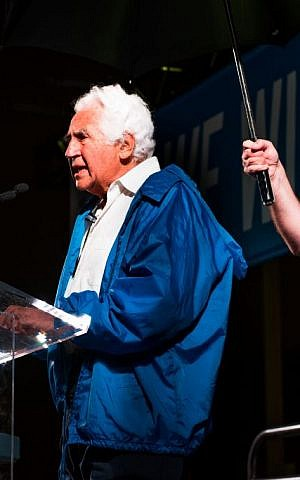 Holocaust survivor Bill Glied compares the upswing of global anti-Semitism to 1930s Germany at the Toronto pro-Israel march on August 20, 2014. (courtesy UJA Federation of Greater Toronto)
