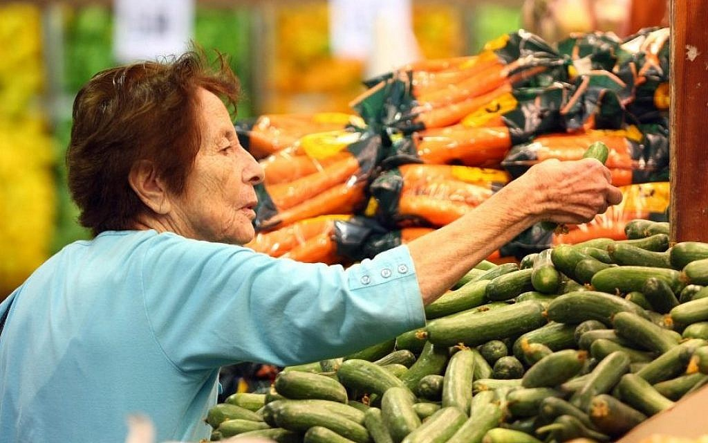 Illustrative photo of a woman shopping for produce in a supermarket. (Abir Sultan/Flash90)