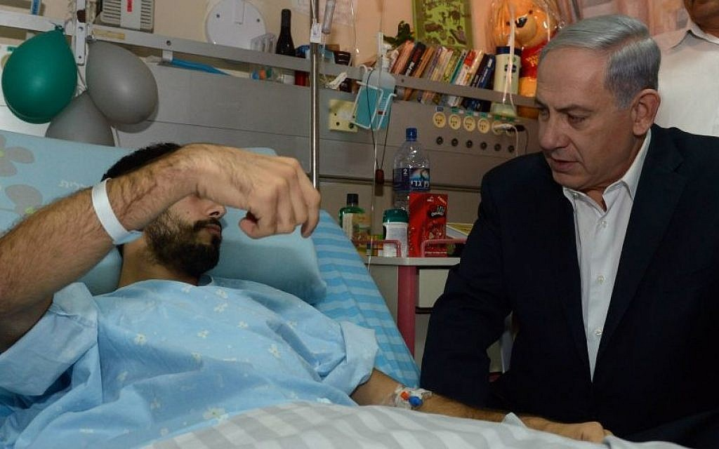 Prime Minister Benjamin Netanyahu visits Israeli soldiers who were injured during Israel's Operation Protective Edge, at the Soroka Medical center in Beersheba on August 04, 2014. (Photo credit: Haim Zach / GPO/FLASH90)