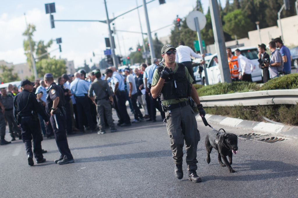 Security personnel at the scene where a gunman on a motorcycle opened fire on soldier Chen Schwartz, near Jerusalem's Hebrew University on Mt. Scopus, August 4, 2014. (Photo credit: Yonatan Sindel/Flash90)