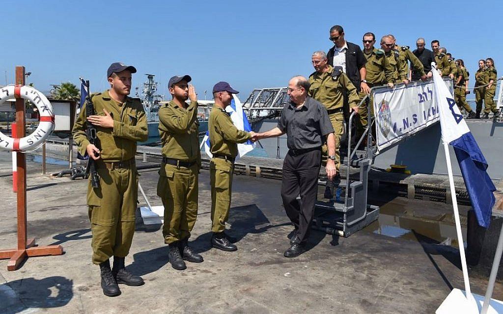 Minister of Defense Moshe Ya'alon visits an IDF navy base in Ashdod. August 12, 2014. (Photo credit: IDF Spokesperson/FLASH90)