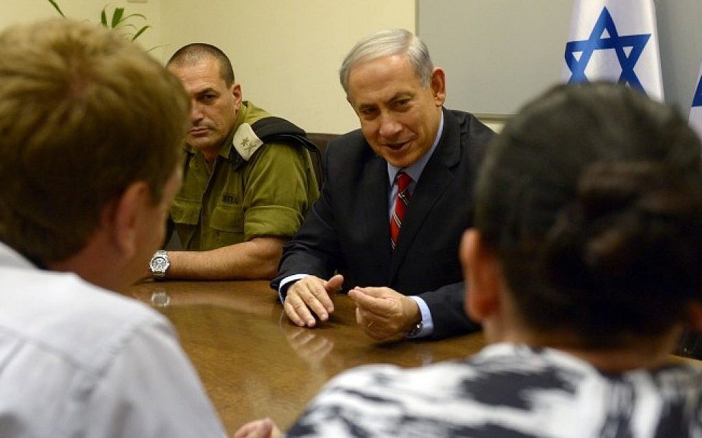 Prime Minister Benjamin Netanyahu meets with Israeli mayors from the southern Israeli communities, at the Ministry of Defense in Tel Aviv on August 14, 2014. (Photo credit: Haim Zach/GPO/FLASH90)