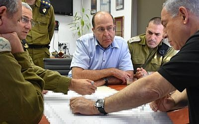 Prime Minister Benjamin Netanyahu and Defense Minister Moshe Ya'alon at a visit to Ashdod Port on August 18, 2014. (Photo credit: Ariel Hermoni/Ministry of Defense/Flash90)