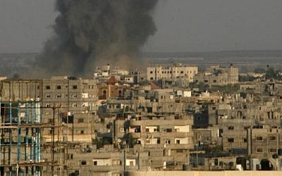 Smoke billows following an Israeli airstrike in Rafah in the southern of Gaza Strip, on August 19, 2014. (Abed Rahim Khatib/Flash90)