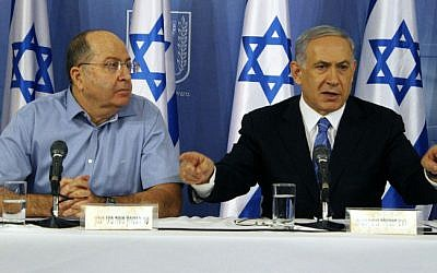 Prime Minister Benjamin Netanyahu (R) and Defense Minister Moshe Ya'alon speak at a press conference at the Defense Ministry in Tel Aviv on August 20, 2014. (photo credit: Flash90)