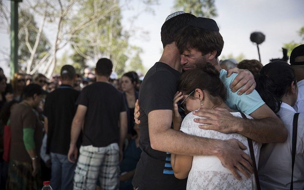 The family of Daniel Tragerman mourns during the funeral for the 4-year-old boy at the Hevel Shalom Cemetery in southern Israel, August 24, 2014 (photo credit: Hadas Parush/Flash90)