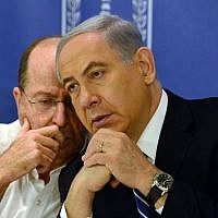 Defense Minister Moshe Ya'alon, left, speaks with Prime Minister Benjamin Netanyahu at the weekly cabinet meeting on August 10, 2014. (photo credit: Haim Zach/GPO/Flash90)