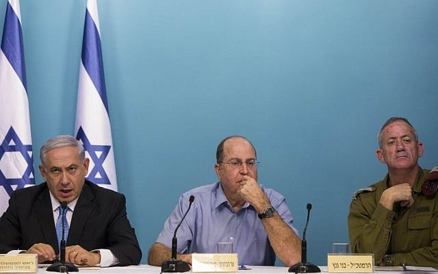 Prime Minister Benjamin Netanyahu (L), Defense Minister Moshe Ya'alon (C) and IDF Chief of Staff Benny Gantz (R) at a press conference in Jerusalem on Wednesday, August 27, 2014 (photo credit: Yonatan Sindel/Flash90)