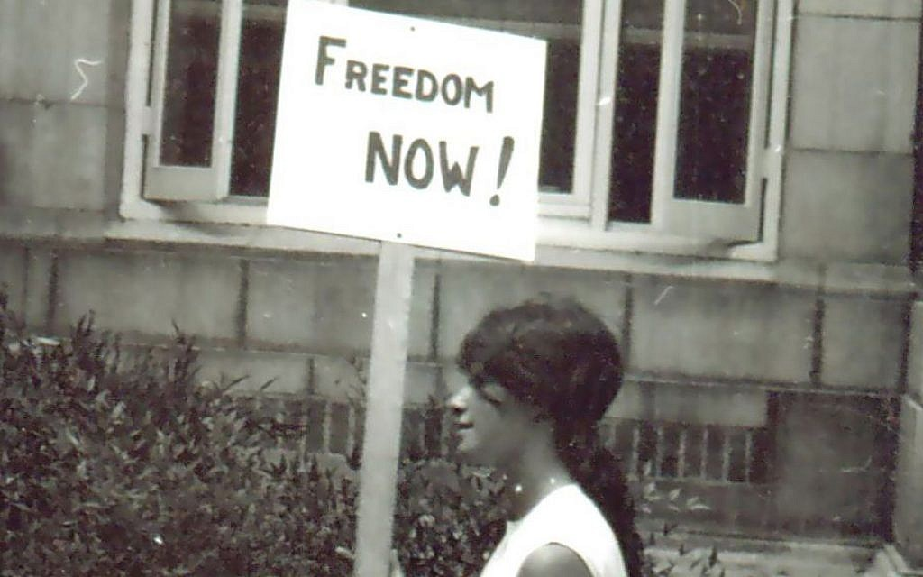 Heather Booth protesting for voting rights in Mississippi during the 1964 Freedom Summer. (Wallace Roberts via JTA)