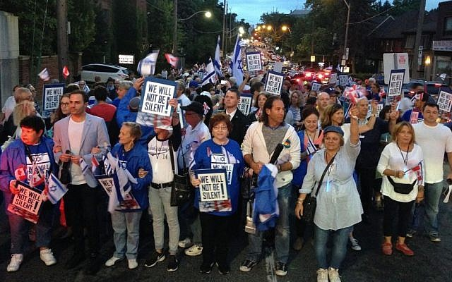Some 4,000 Toronto residents marched in support of Israel Wednesday, August 20, 2104. (courtesy UJA Federation of Greater Toronto)