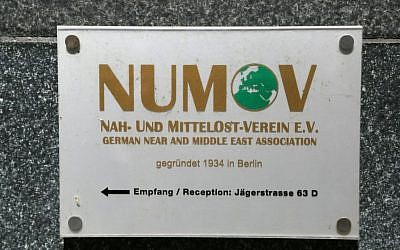 Plaque outside the Berlin building housing NUMOV, stating 'founded in 1934.' (Micki Weinberg/The Times of Israel)