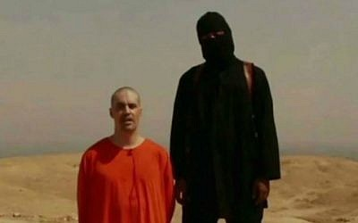 American journalist James Foley, kneeling in orange, in a video released by the Islamic State that apparently showed him being beheaded by his captor, August 19, 2014. (screen capture: YouTube/News of the World)