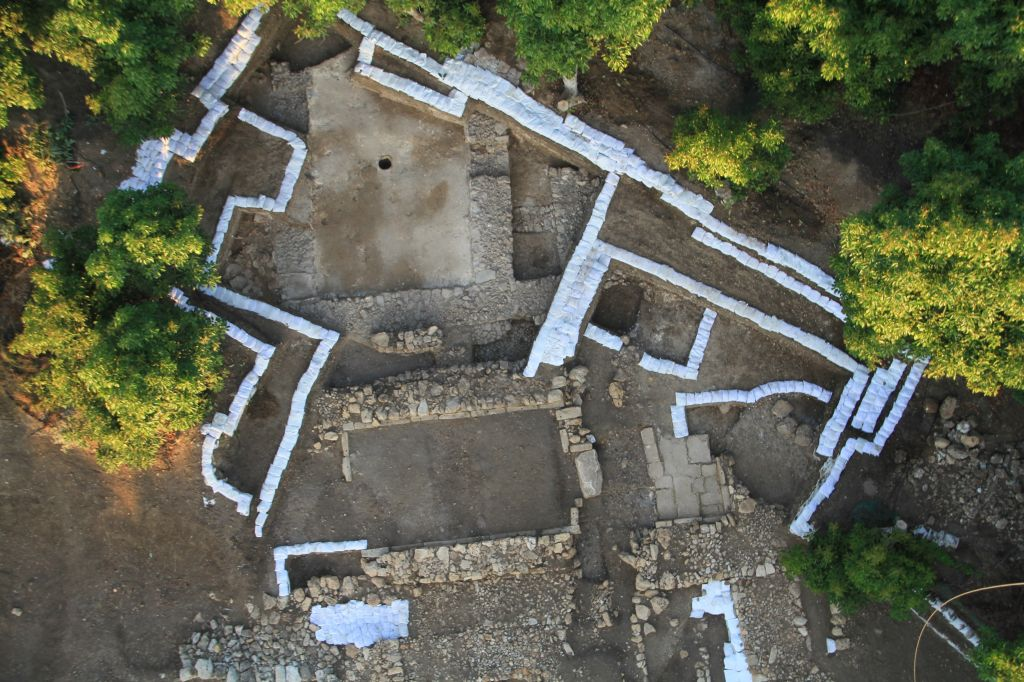 Aerial photo of Tel Kabri excavation, where archaeologists found a royal Canaanite wine cellar. (photo credit: Eric H. Cline and Assaf Yasur-Landau)