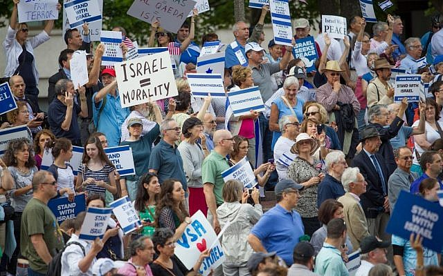 Free shuttle buses from the suburbs helped hundreds of families make it to downtown Boston for the largest Israel rally since the start of Operation Protective Edge, August 7 (photo credit: Elan Kawesch)