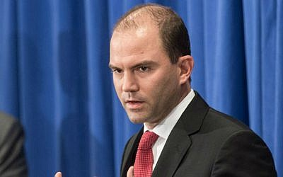 US Deputy National Security Adviser Ben Rhodes briefs the press at Martha's Vineyard, Massachusetts, on August 22, 2014 (photo credit: AFP/Nicholas Kamm)