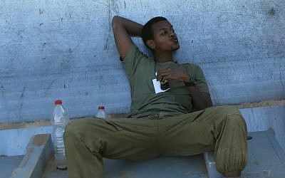 An Israeli soldier at an IDF staging area near the Israeli border with Gaza, on July 31, 2014 (photo credit: Yaakov Naumi/Flash90)