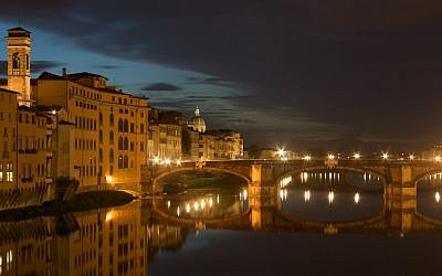 A night-time view of Florence (Photo credit: CC-BY-SA Longino/Wikimedia Commons)