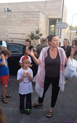 Efrat Meyer, the school's community organizer and an art teacher, looked for a way to draw out Arab and Jewish parents during what has become a long, difficult summer (photo credit: Jessica Steinberg/Times of Israel)