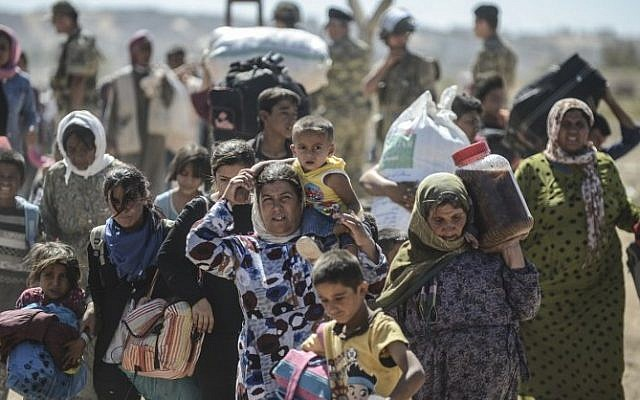 Syrian Kurds cross the border from Syria into Turkey near the southeastern town of Suruc in Sanliurfa province, September 20, 2014. (photo credit: AFP/Bulent Kilic)