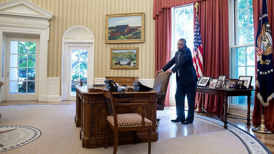 obamas oval office. US President Barack Obama Talks On The Phone In Oval Office, July 25, Obamas Office M