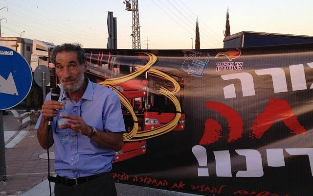 Benny Katzover, head of the Samaria Settlers Committee, speaks at a rally demanding that Palestinian laborers be removed from Israeli buses, September 4, 2014 photo credit: Elhanan Miller/Times of Israel)