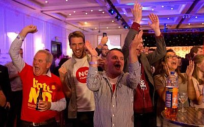 'No' supporters of the Scottish independence referendum celebrate an early result at a 'No' campaign event at a hotel in Glasgow, Scotland, Friday, September 19, 2014. (photo credit: AP/Matt Dunham)
