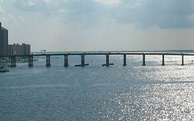 Caloosahatchee Bridge,  Fort Myers, Florida. (photo credit: Wikimedia/public domain/ReignMan)