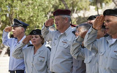 Maj. Gen. Orna Barbivai (2L), alongside then-IDF chief of staff Benny Gantz (C), 2013. (Flash 90)