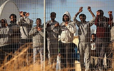 African migrants protesting outside the Holot detention facility in February 2014. (Flash90)