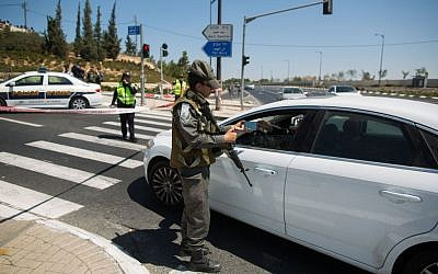 A police roadblock. (Yonatan Sindel/Flash90)