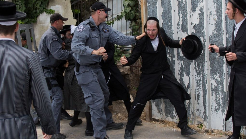 Illustrative photo of Israeli police officers scuffling with ultra-Orthodox demonstrators in Jerusalem on August 10, 2014. The ultra-Orthodox Jews were protesting against the desecration of ancient graves discovered at a new housing construction site near Damascus Gate. (Photo credit: Yonatan Sindel/Flash90)