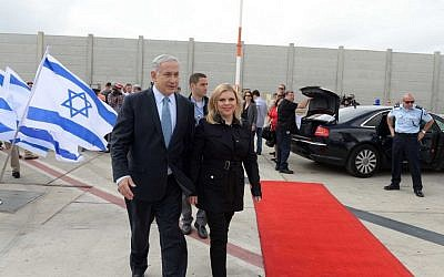 Prime Minister Benjamin Netanyahu and his wife, Sara Netanyahu, seen at the Ben Gurion Airport, Tel Aviv, as they depart for the United States on Sunday, September 28, 2014. (photo credit: Avi Ohayon/GPO/Flash90)