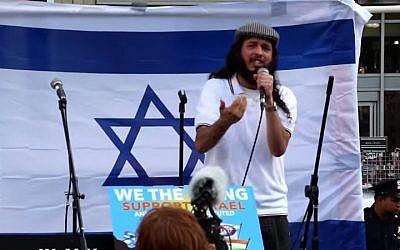 "Jewish rapper Ari Lesser in his new ""Hamas"" video. (YouTube screenshot)"