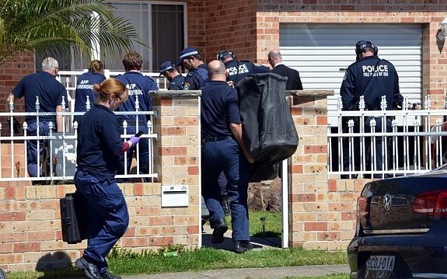 Forensic experts collect evidence from a house in the Guildford area of Sydney as part of Australia's largest ever counter-terrorism raid on September 18, 2014. (AFP/Saeed Khan)