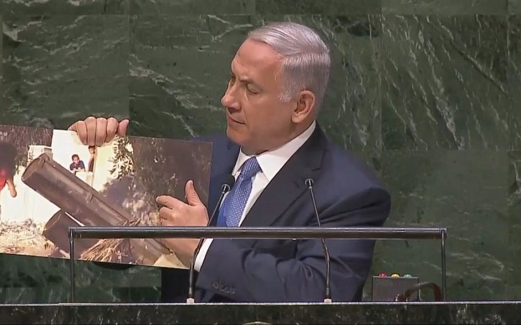 Prime Minister Benjamin Netanyahu shows photo of Hamas rocket launcher during speech to UN General Assembly (screen capture: UN, YouTube)