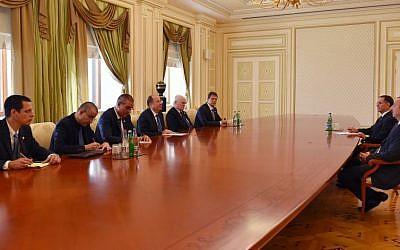 File: Defense Minister Moshe Ya'alon meeting with Azerbaijani President Ilham Aliyev in Baku, Azerbaijan, on September 10, 2014. (photo credit: Ariel Harmoni/Defense Ministry)