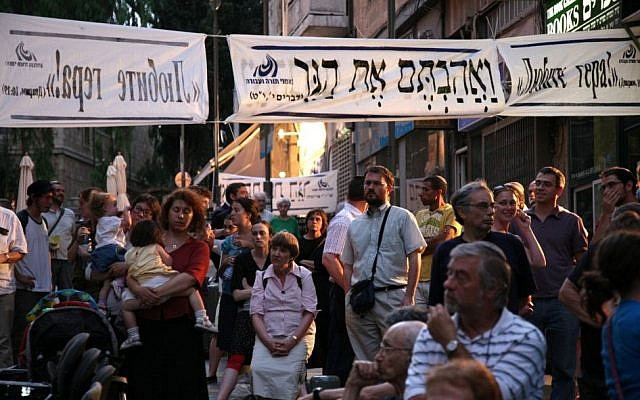 A 2014  protest promoting greater pluralism for conversions. (Courtesy: Ne'emanei Torah Va'Avoda)