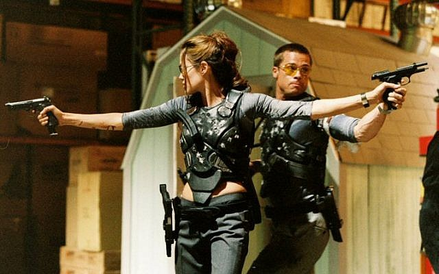 Brad Pitt and Angelina Jolie in the movie 'Mr. and Mrs. Smith' (screen capture: 20th Century Fox)