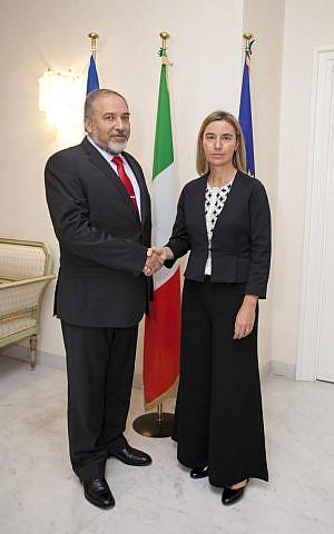 FM Avigdor Liberman and his Italian counterpart Federica Mogherini in Rome, October 15, 2014 (photo credit:  Ariel Nacamulli)