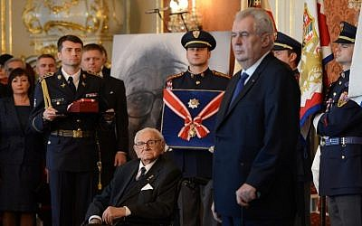 Sir Nicholas Winton (C) receives the Order of the White Lion from Czech President Milos Zeman (R) at Prague Castle on October 28, 2014. (AFP/MICHAL CIZEK)