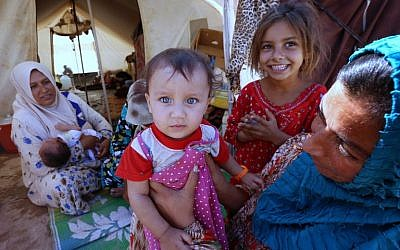 Iraqi refugees displaced by the Islamic State jihadist group, at the Ayden camp, an extension of the larger Aliama camp, in the town of Khanaqin, northeast of Baghdad, on September 27, 2014 (photo credit: AFP/Safin Hamed)
