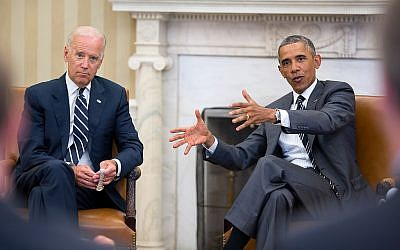 US President Barack Obama gestures during a meeting with US Vice President Joe Biden in the Oval Office, Aug. 27, 2014. (Photo credit: White House/ Pete Souza)