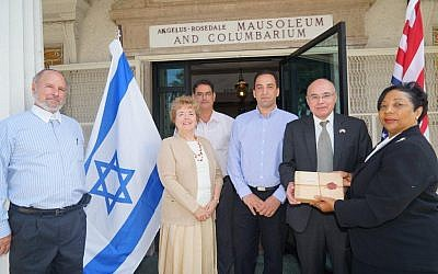 An LA mausoleum hands over the remains of Colonel-Lieutenant John Henry Patterson to Israeli representatives (photo credit: Orly HaLevy/Courtesy)